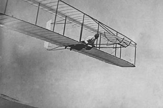 320px-Gliding_flight,_Wright_Glider,_Kitty_Hawk,_NC._1902.10459_A.S.